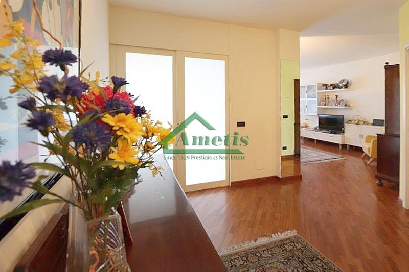 Appartamento in vendita a Imperia, 5 locali, zona Località: Onegliacentro, prezzo € 380.000 | CambioCasa.it