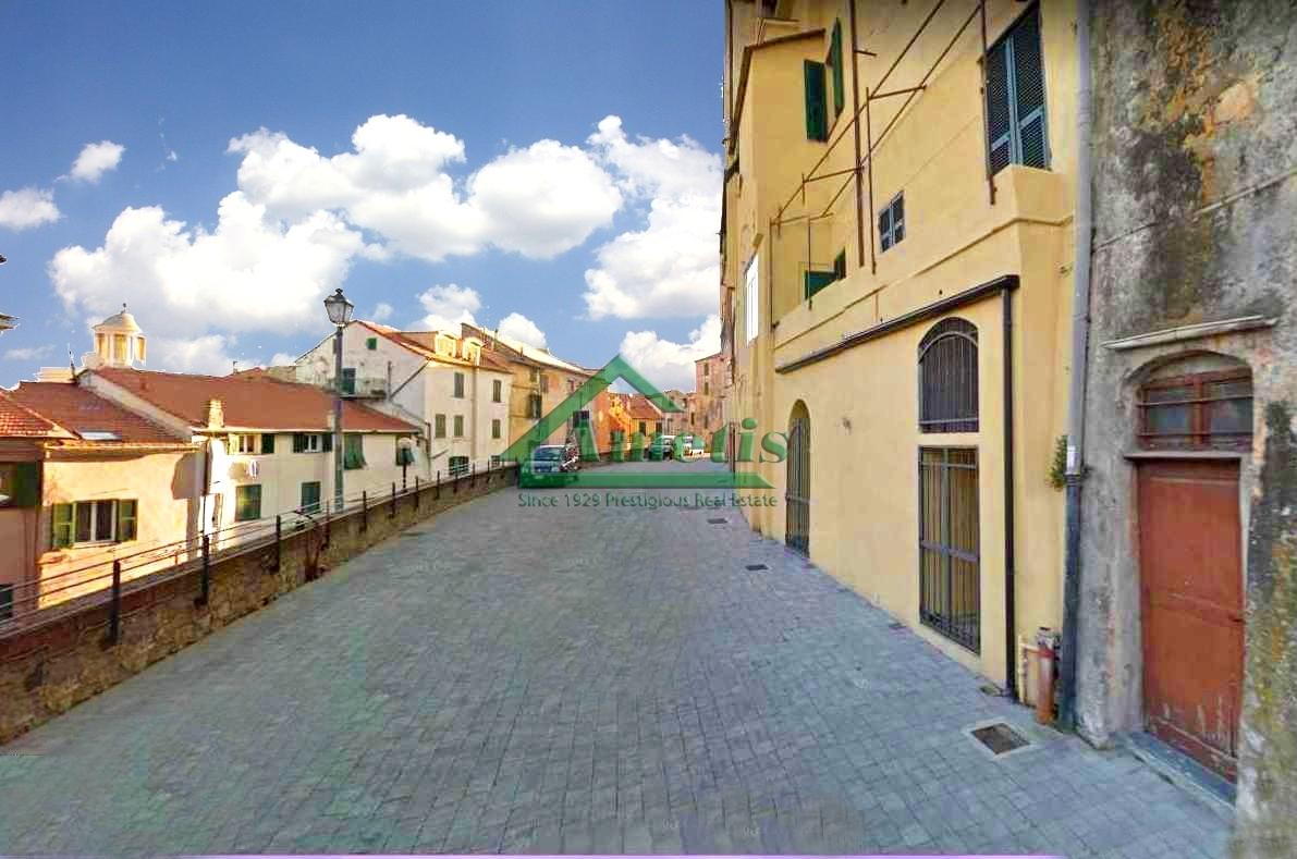 Negozio / Locale in vendita a Imperia, 3 locali, zona Località: PortoMauriziocentro, prezzo € 95.000   CambioCasa.it