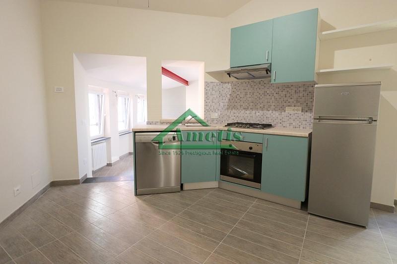 Appartamento in affitto a Imperia, 4 locali, zona Località: PortoMauriziocentro, prezzo € 590 | CambioCasa.it