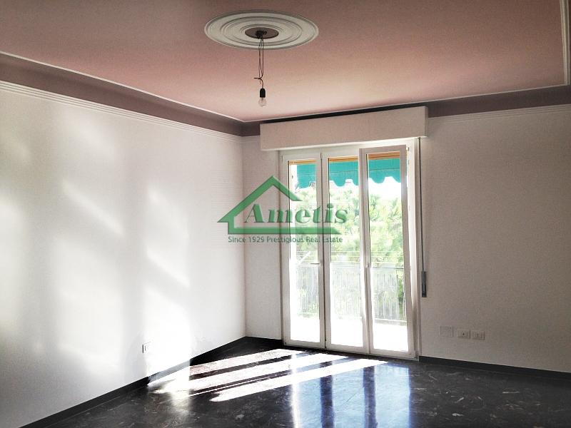 Appartamento in affitto a Imperia, 5 locali, zona Località: Onegliacentro, prezzo € 600   CambioCasa.it