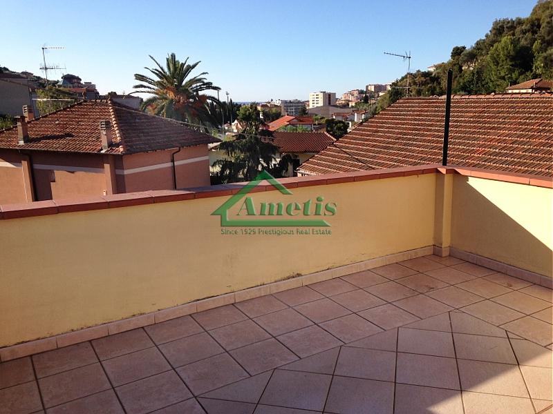 Appartamento in affitto a Imperia, 2 locali, zona Località: Onegliaperiferia, prezzo € 400 | CambioCasa.it