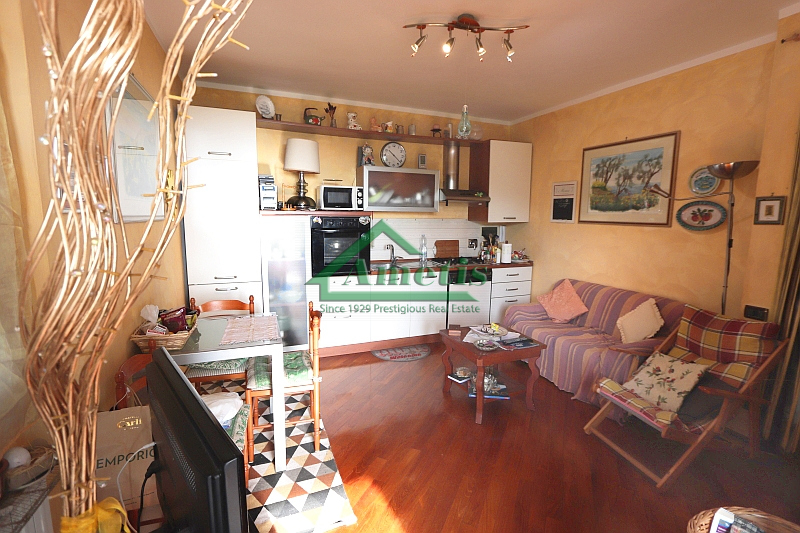 Appartamento in vendita a Dolcedo, 4 locali, prezzo € 157.000 | CambioCasa.it