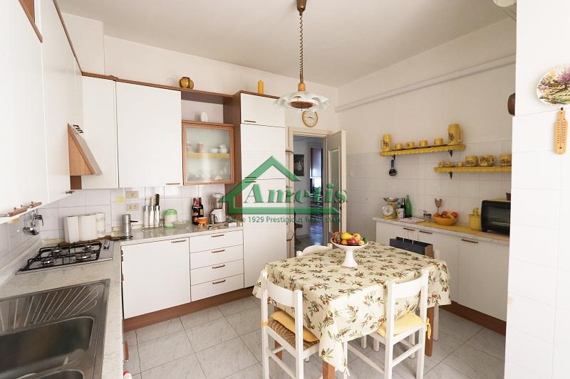 Appartamento in affitto a Imperia, 4 locali, zona Località: Onegliacentro, prezzo € 550 | CambioCasa.it