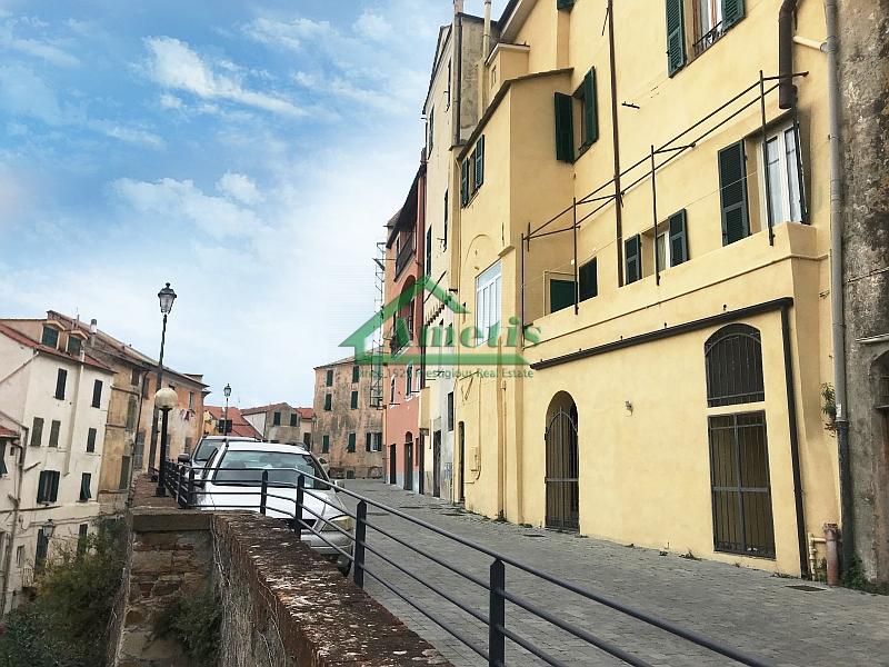 Negozio / Locale in vendita a Imperia, 3 locali, zona Località: PortoMauriziocentro, prezzo € 95.000 | CambioCasa.it