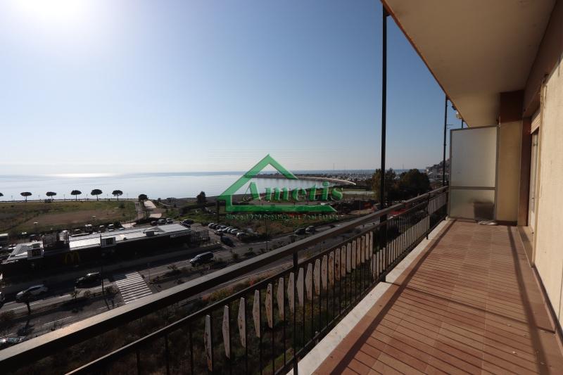 Appartamento in vendita a Imperia, 5 locali, zona Località: Onegliacentro, prezzo € 275.000 | CambioCasa.it
