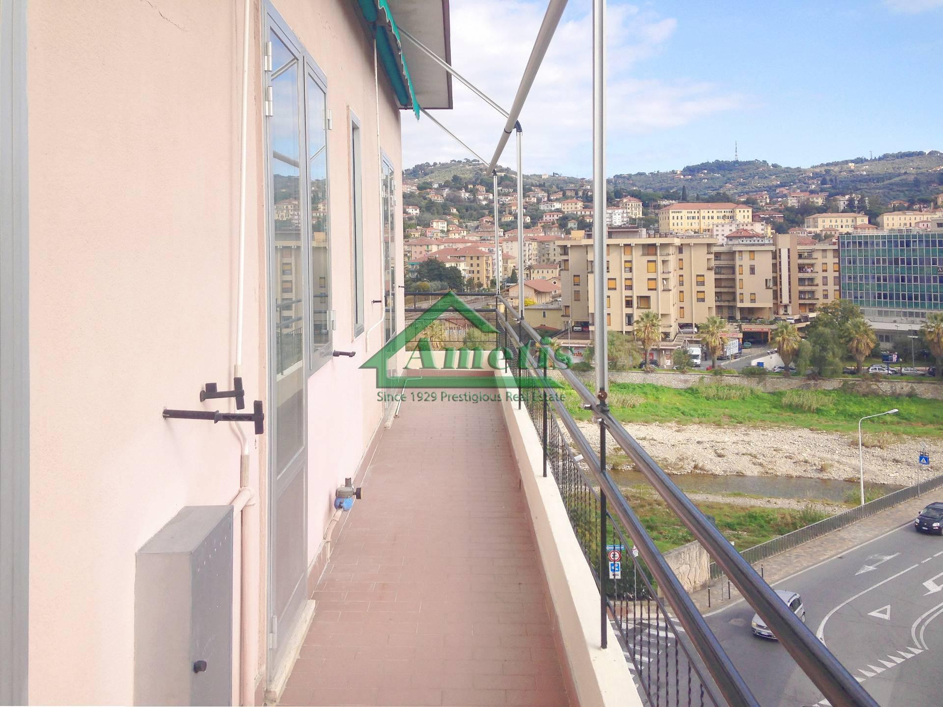 Appartamento in affitto a Imperia, 3 locali, zona Località: Onegliacentro, prezzo € 600   CambioCasa.it