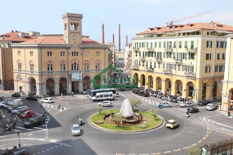 Ufficio / Studio in affitto a Imperia, 3 locali, zona Località: Onegliacentro, prezzo € 800 | CambioCasa.it