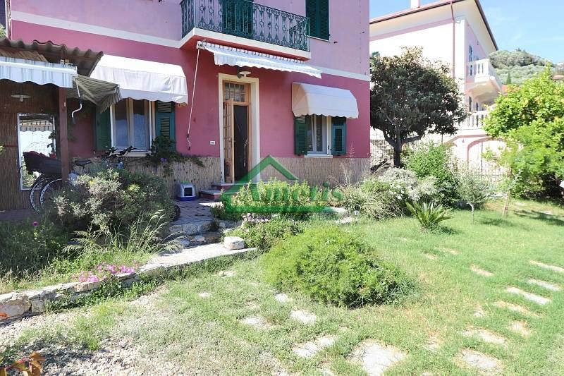 Appartamento in affitto a Imperia, 4 locali, zona Località: OnegliaCascine, prezzo € 600   CambioCasa.it