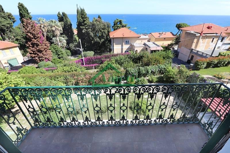 Appartamento in affitto a Imperia, 4 locali, zona Località: OnegliaCascine, prezzo € 550   CambioCasa.it