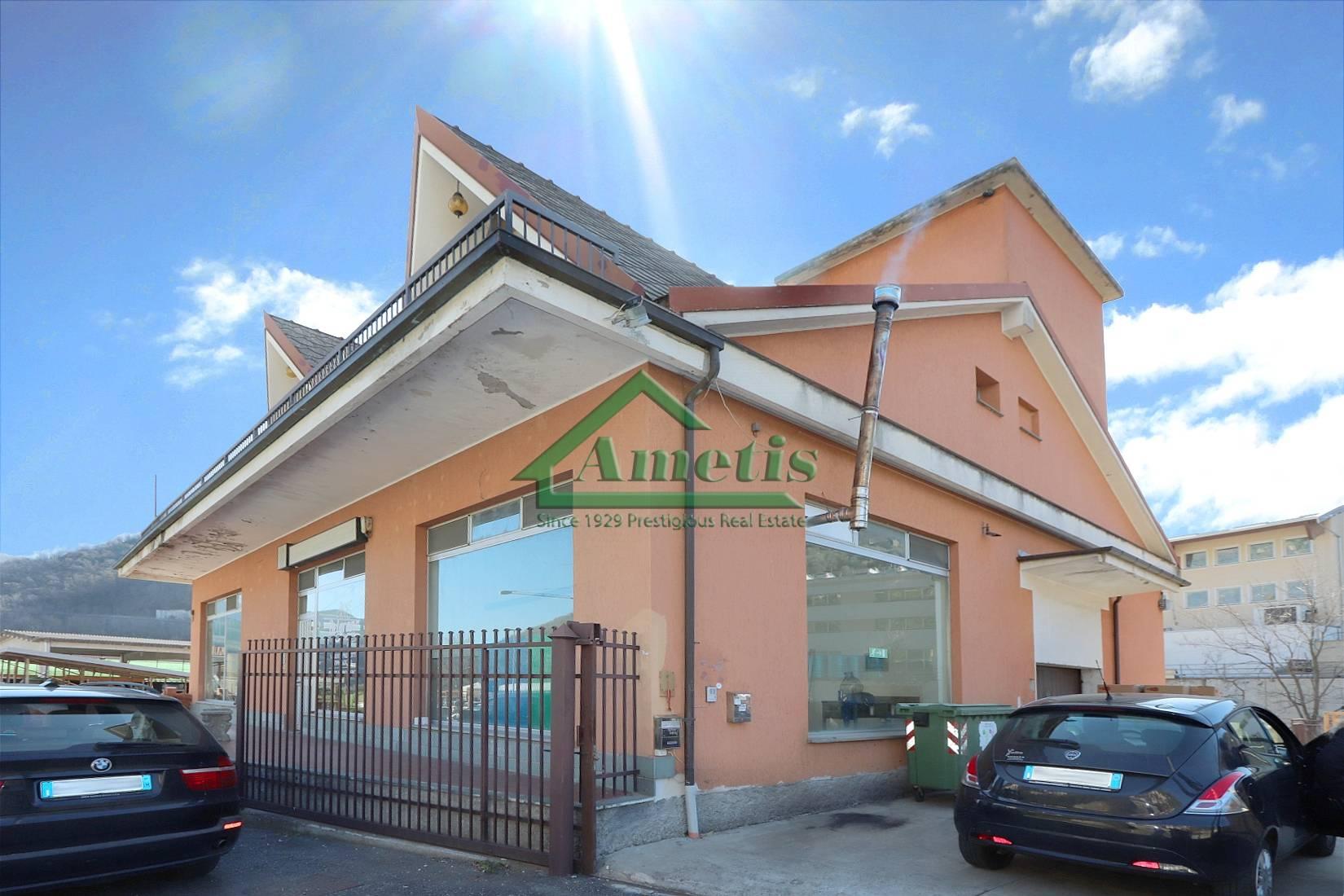 Negozio / Locale in vendita a Pieve di Teco, 8 locali, prezzo € 320.000 | CambioCasa.it
