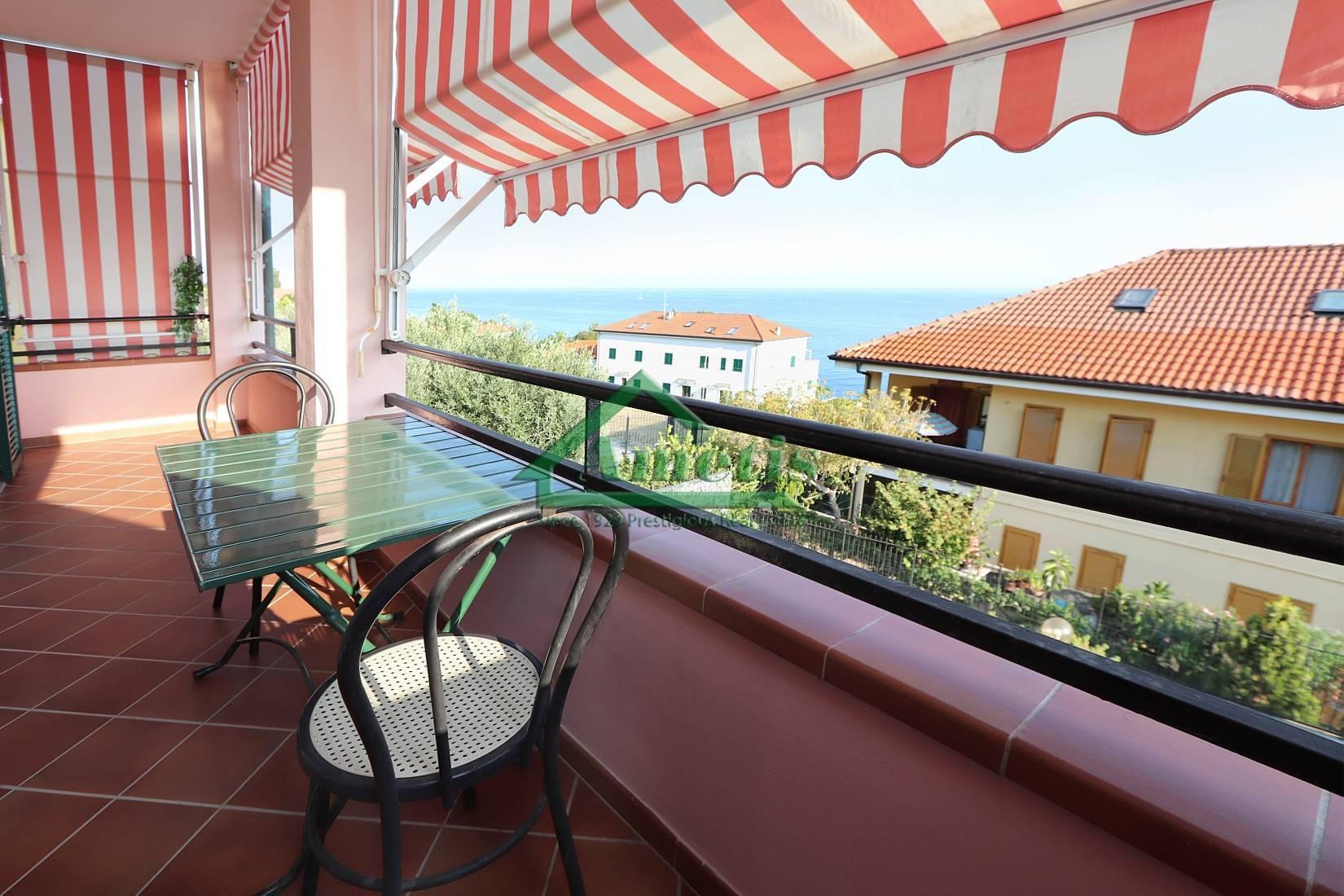 Appartamento in vendita a Cipressa, 3 locali, zona Zona: Piani, prezzo € 285.000 | CambioCasa.it