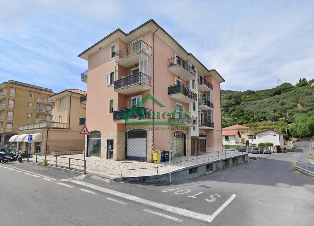 Negozio / Locale in affitto a Imperia, 4 locali, zona Località: Onegliaperiferia, prezzo € 1.000 | CambioCasa.it