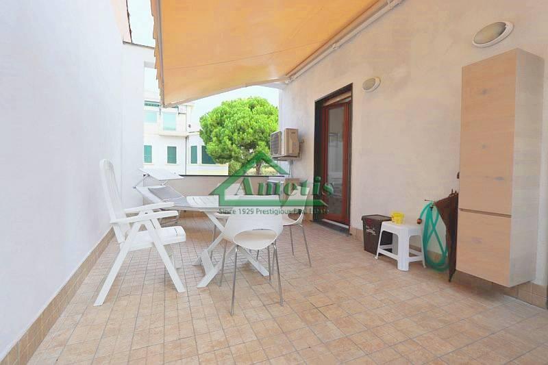 Appartamento in vendita a Imperia, 5 locali, zona Località: Onegliacentro, prezzo € 130.000 | CambioCasa.it