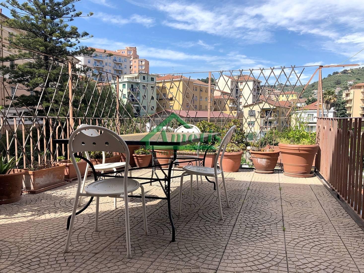Appartamento in vendita a Imperia, 5 locali, zona Località: Onegliacentro, prezzo € 330.000 | CambioCasa.it