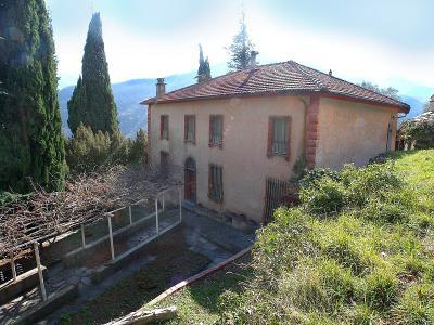 Villa in Vendita a Pieve di Teco