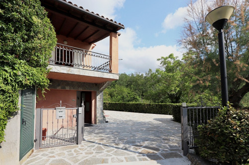 Portion of villa for Sale in Garlenda