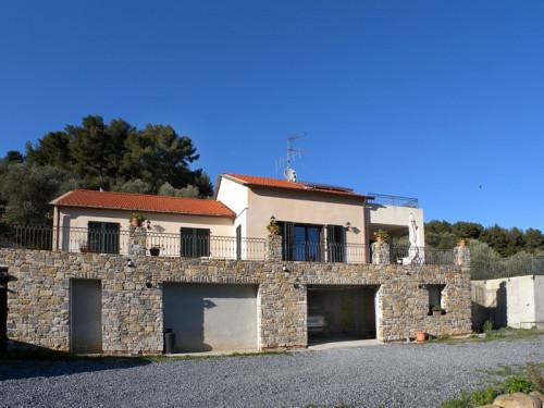 Villa for Sale in Diano Arentino