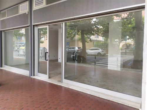 Locale Commerciale / Ufficio in Affitto a Diano Marina
