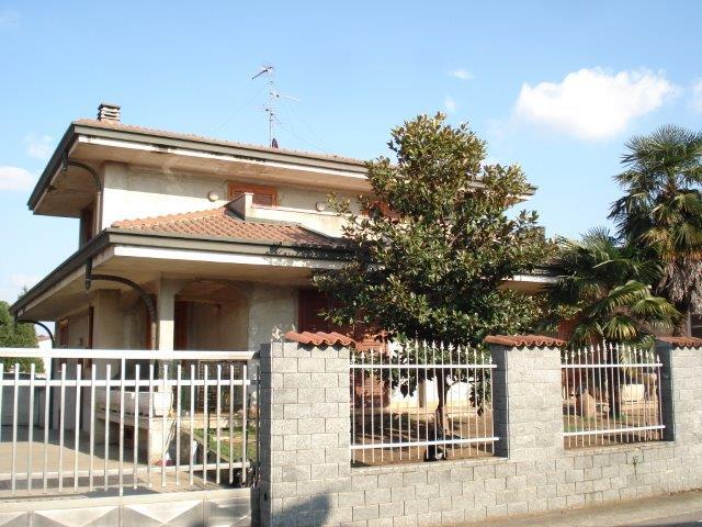 Dairago | Villa in Vendita in VIA FILIPPO TURATI | lacasadimilano.it