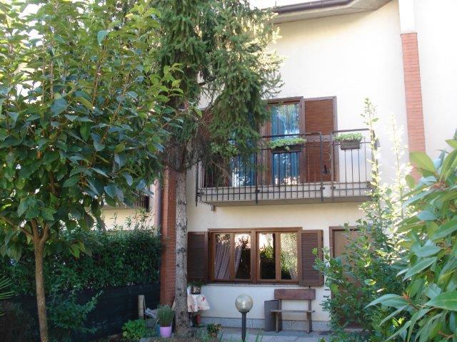 Legnano | Villetta a Schiera in Vendita in Via Ciro Menotti | lacasadimilano.it