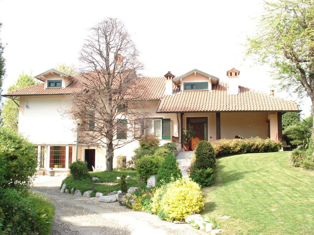Parabiago | Villa in Vendita in VIALE LOMBARDIA | lacasadimilano.it