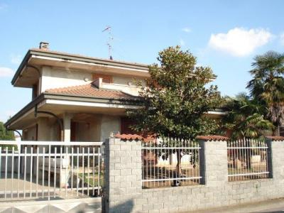 Villa in Vendita a Dairago