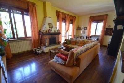 Villa Singola in Vendita a Legnano