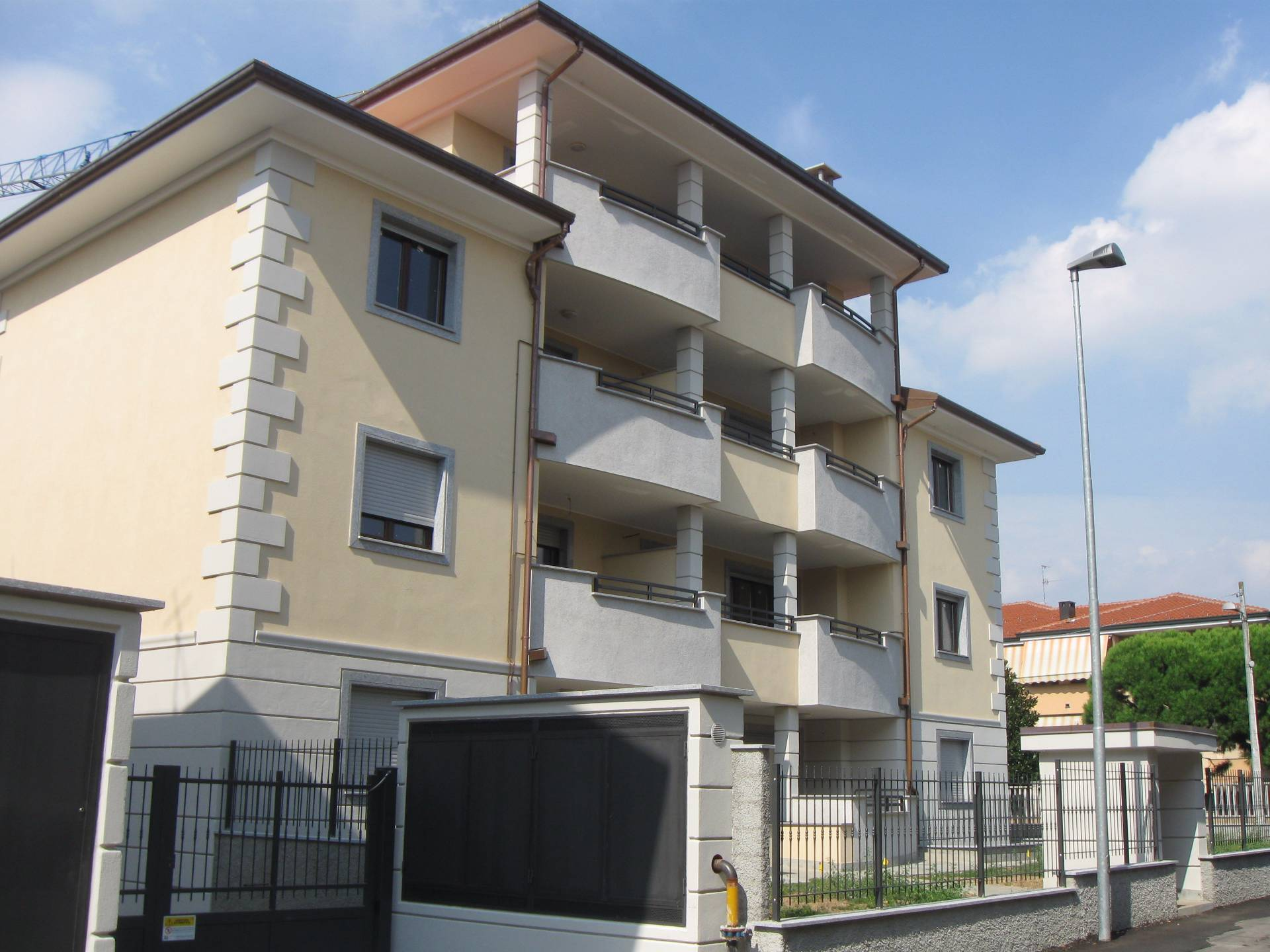 Busto Garolfo | Appartamento in Vendita in via Sauro | lacasadimilano.it