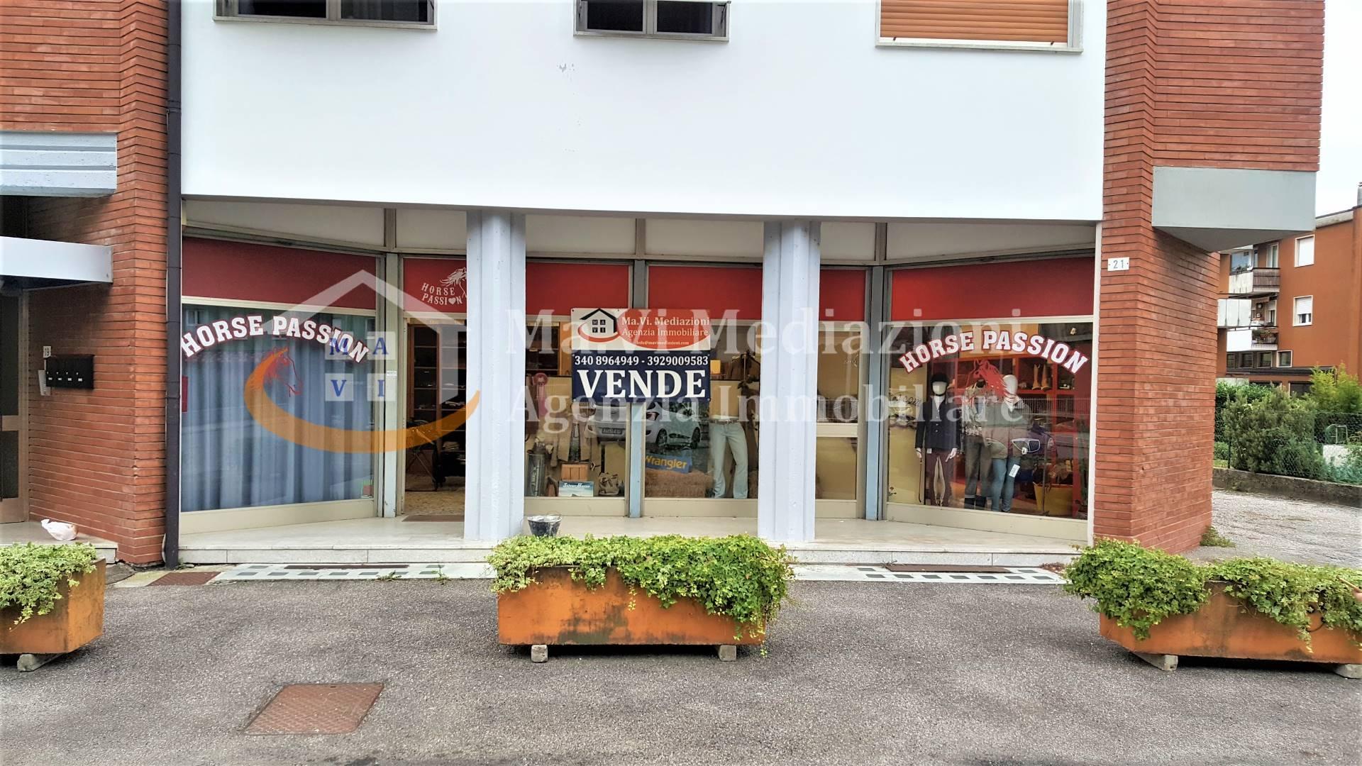 Negozio / Locale in vendita a Mori, 9999 locali, prezzo € 100.000   CambioCasa.it
