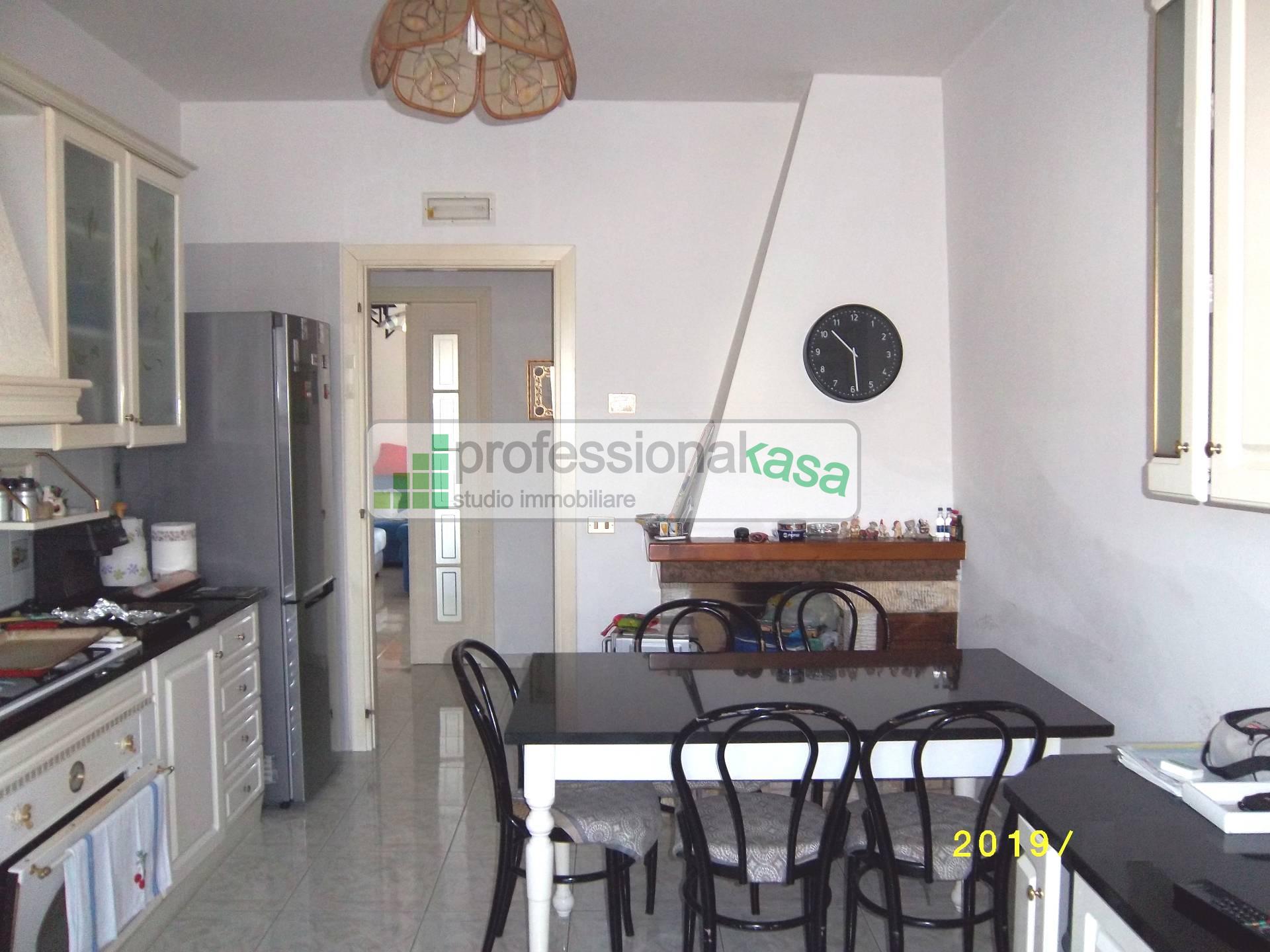 Appartamento in vendita a Vasto, 8 locali, zona Località: 4CentraleCommerciale, prezzo € 200.000 | PortaleAgenzieImmobiliari.it