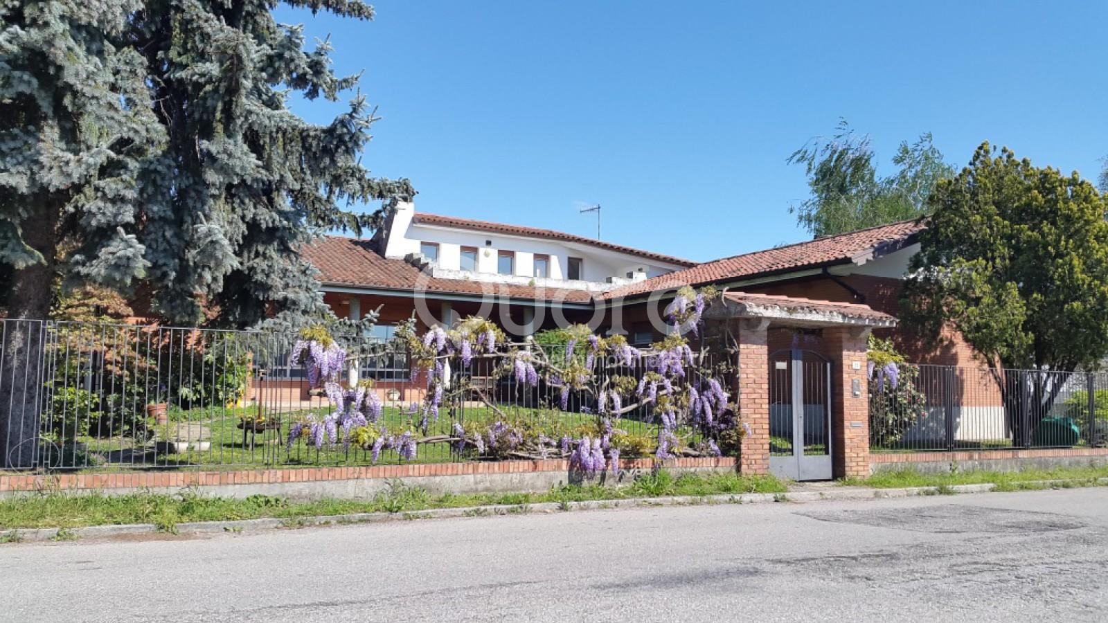 Villa in vendita a Reana del Rojale, 8 locali, prezzo € 270.000 | Cambio Casa.it