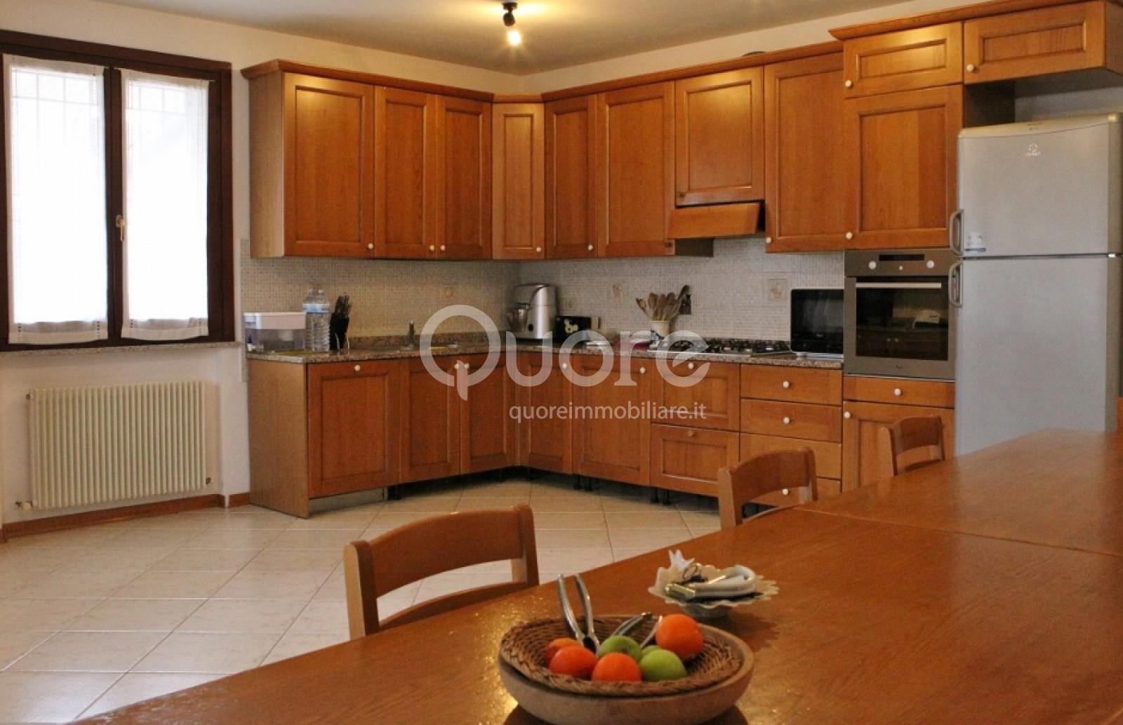 Villa in vendita a Udine, 10 locali, prezzo € 395.000 | Cambio Casa.it