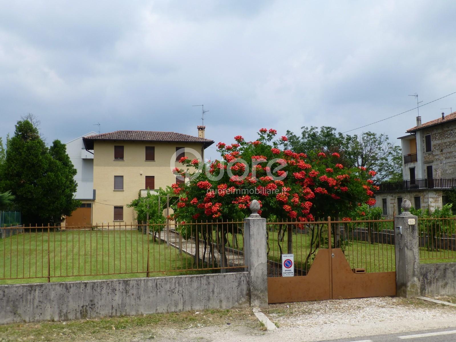 Soluzione Indipendente in vendita a Udine, 10 locali, prezzo € 145.000 | CambioCasa.it