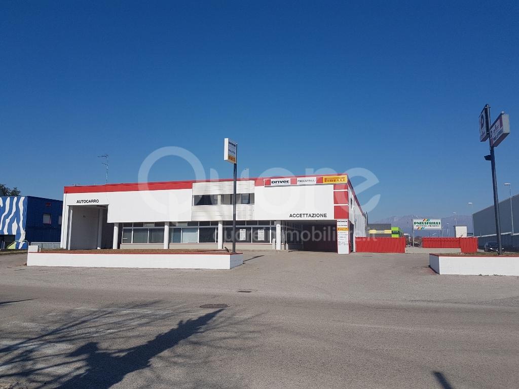 Capannone in vendita a Tavagnacco, 9999 locali, zona Località: FelettoUmberto, prezzo € 370.000 | Cambio Casa.it