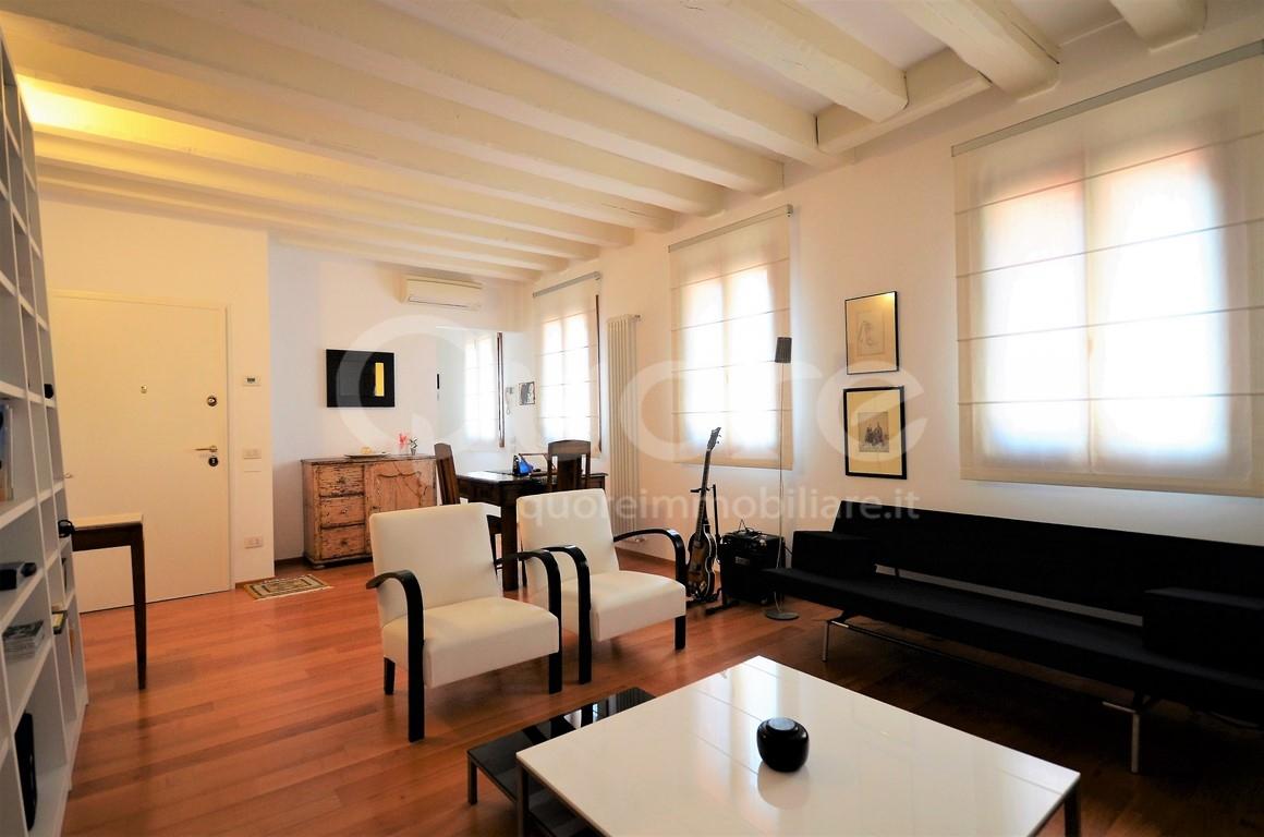 Appartamento in vendita a Venezia, 4 locali, zona Zona: 3 . Cannaregio, prezzo € 590.000 | Cambio Casa.it