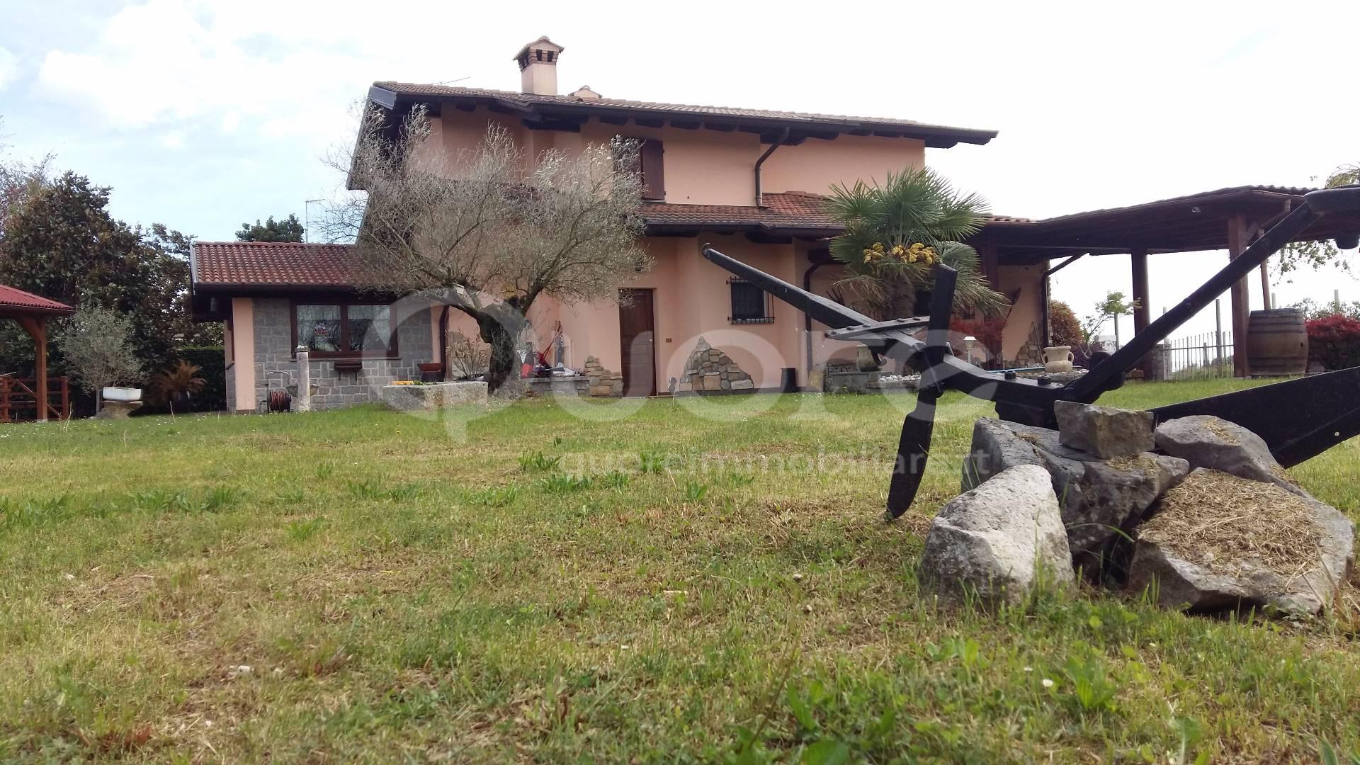 Villa in vendita a Povoletto, 6 locali, zona Zona: Primulacco, Trattative riservate | Cambio Casa.it