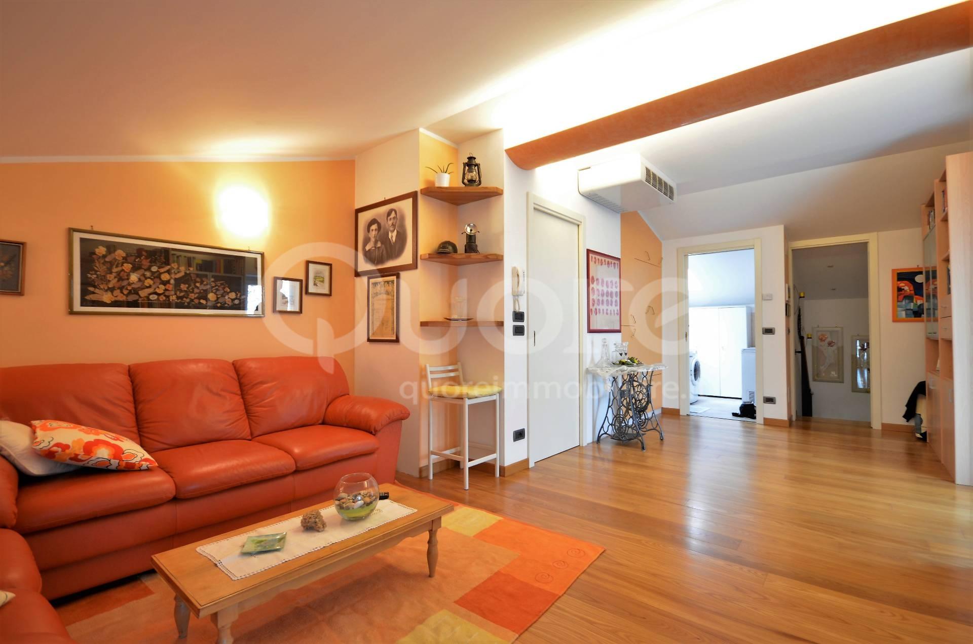 Soluzione Indipendente in vendita a Povoletto, 10 locali, zona Zona: Ravosa, prezzo € 215.000 | CambioCasa.it
