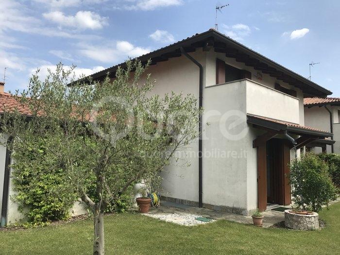 Villa in vendita a Martignacco, 7 locali, zona Zona: Torreano, prezzo € 280.000 | CambioCasa.it