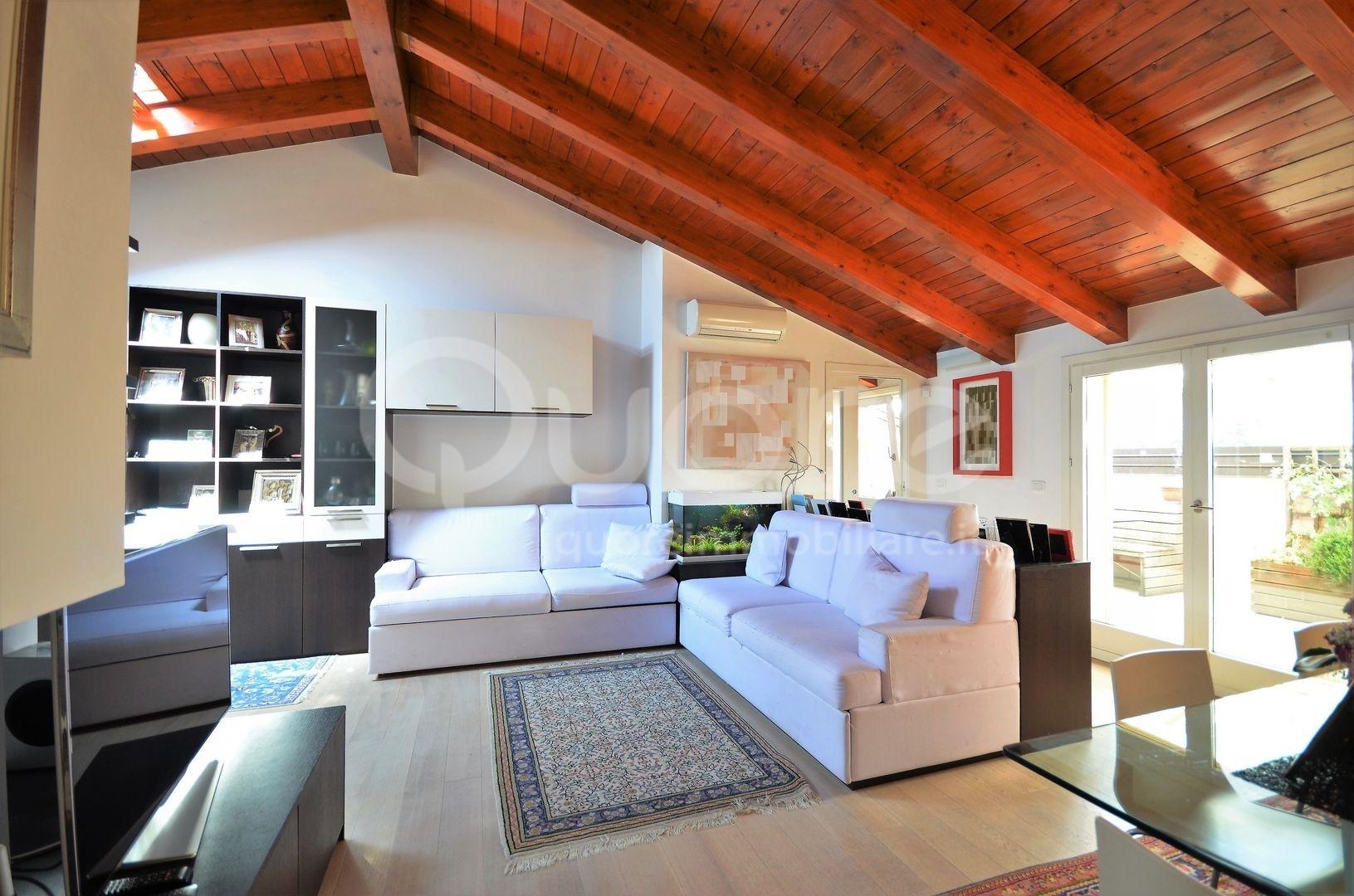 Attico / Mansarda in vendita a Udine, 6 locali, zona Zona: Semicentro, prezzo € 330.000 | Cambio Casa.it