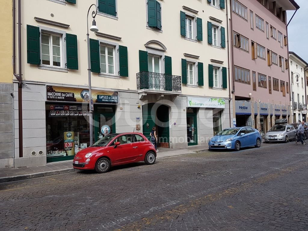 Negozio / Locale in affitto a Udine, 9999 locali, zona Località: Centrostorico, prezzo € 750 | Cambio Casa.it