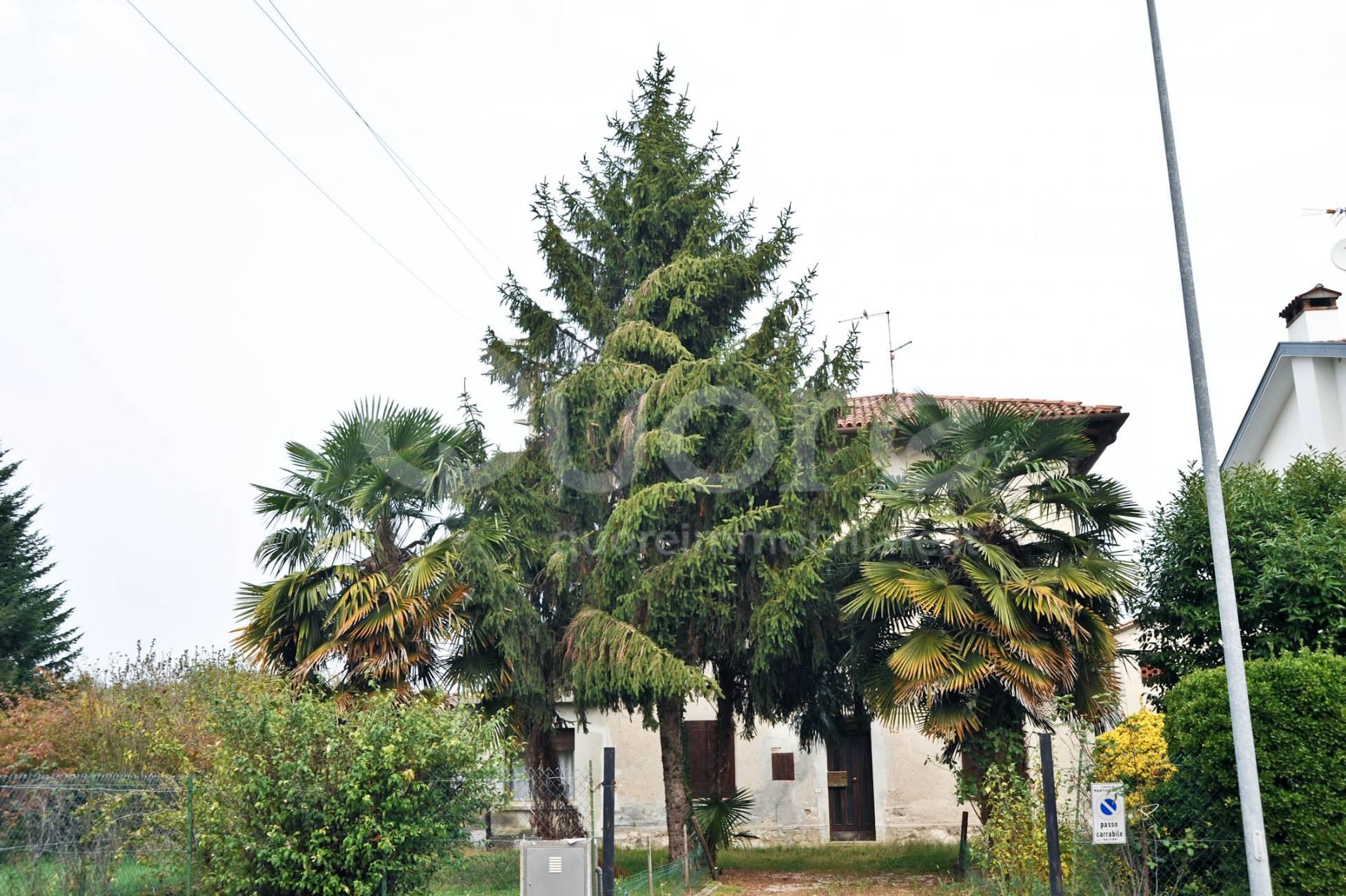 Soluzione Indipendente in vendita a Martignacco, 7 locali, prezzo € 89.000   CambioCasa.it
