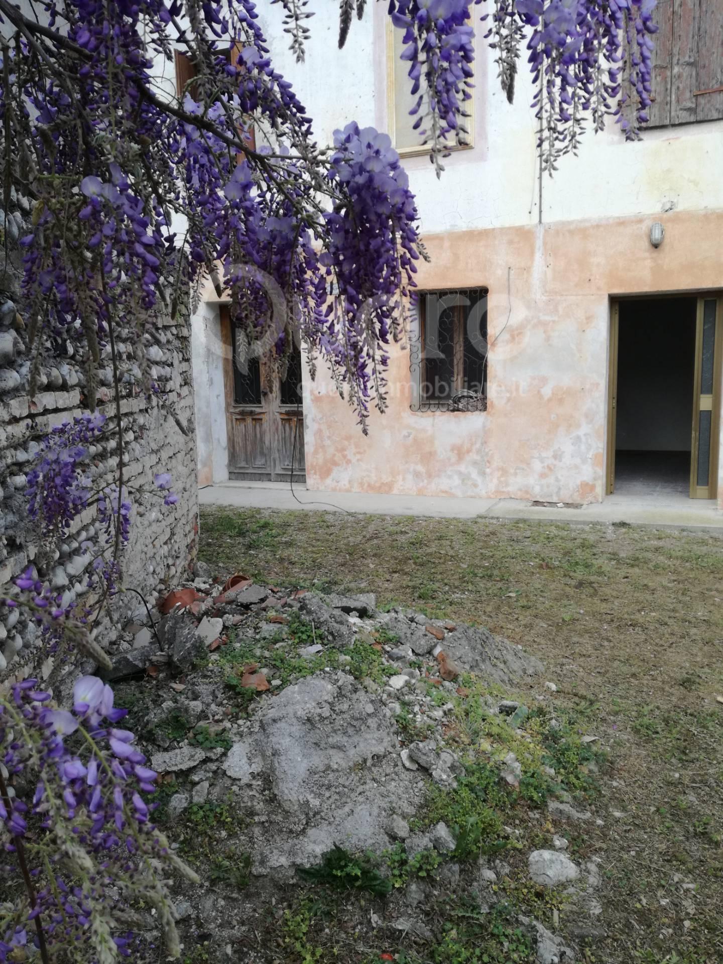 Rustico / Casale in vendita a San Vito al Tagliamento, 7 locali, zona Zona: Prodolone, prezzo € 60.000   CambioCasa.it