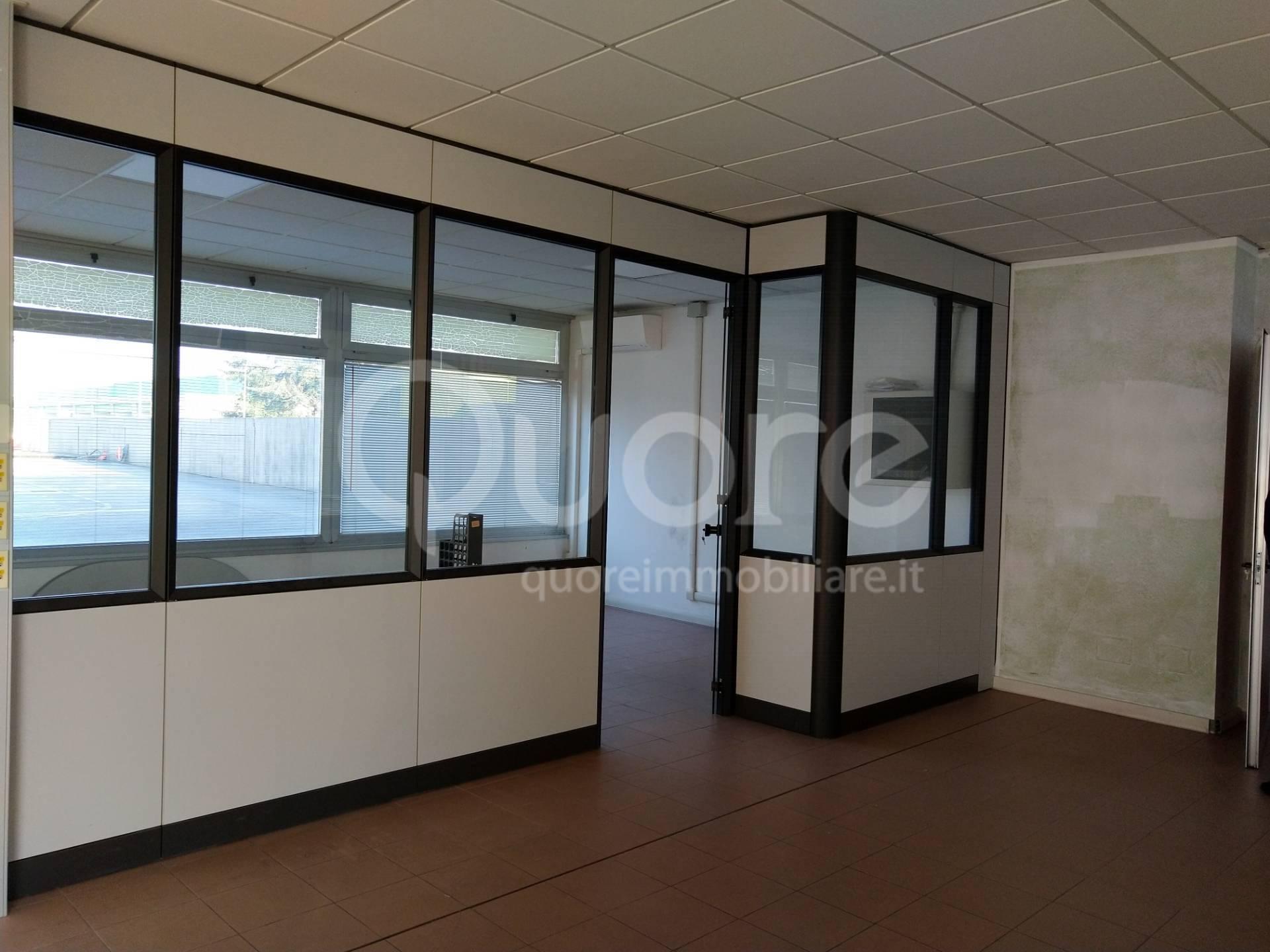 Negozio / Locale in affitto a Udine, 9999 locali, prezzo € 750   CambioCasa.it