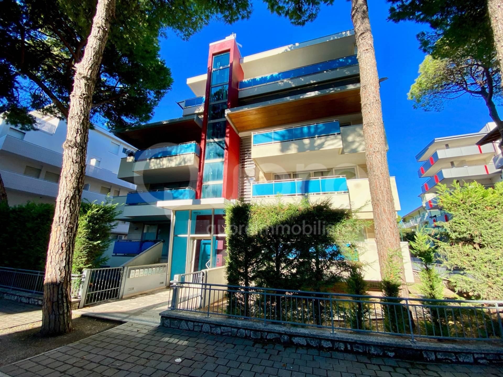 Appartamento in vendita a Lignano Sabbiadoro, 4 locali, prezzo € 390.000 | CambioCasa.it