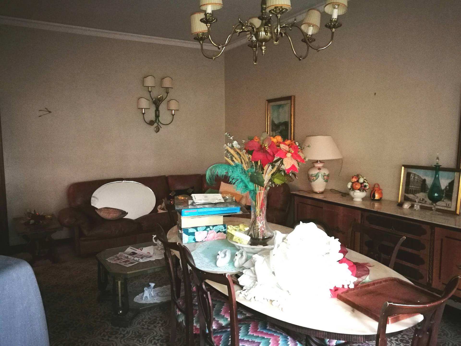 Appartamento in vendita a Pontedera, 6 locali, prezzo € 125.000 | Cambio Casa.it