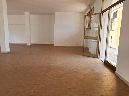 Locale comm.le/Fondo a Santa Croce sull'Arno (4/5)