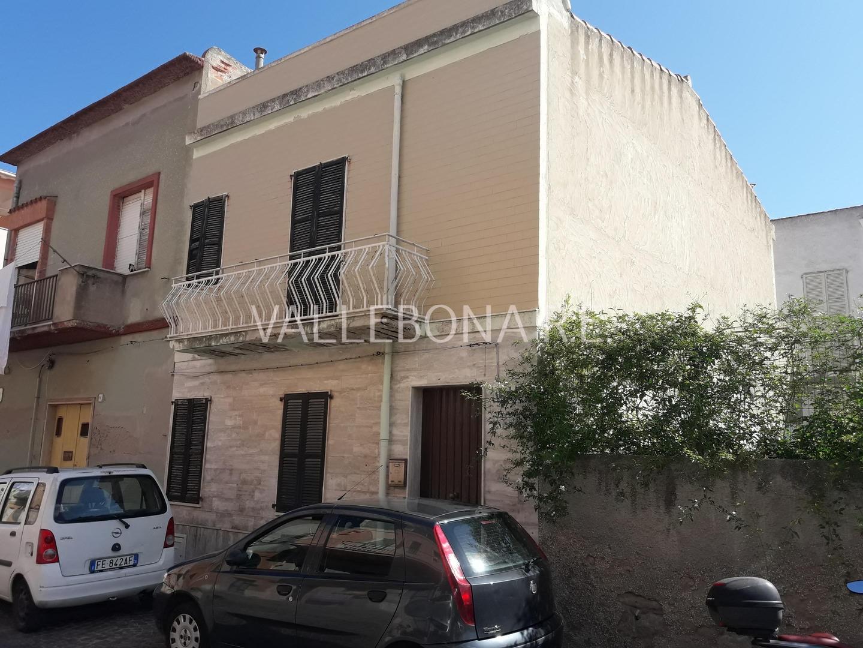 Appartamento in vendita a Carloforte, 7 locali, zona Località: CarlofortePaese/Citycentre, prezzo € 210.000 | CambioCasa.it