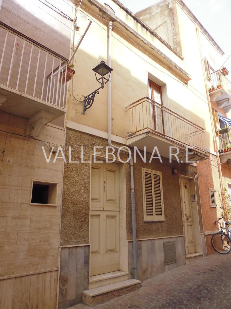 Appartamento in vendita a Carloforte, 8 locali, zona Località: CarlofortePaese/Citycentre, prezzo € 155.000 | CambioCasa.it