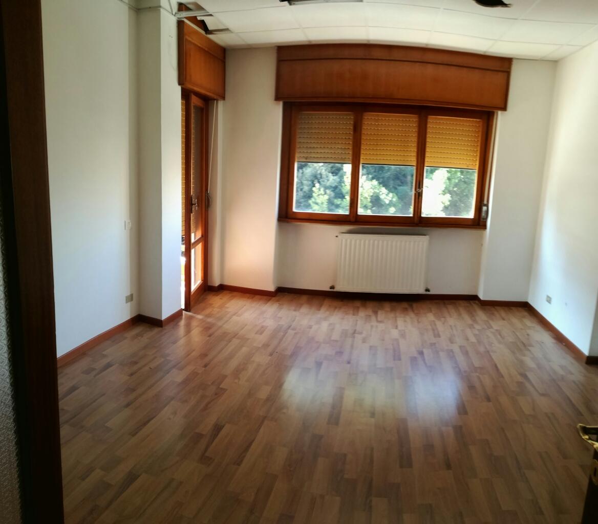 Ufficio / Studio in affitto a Macerata, 9999 locali, zona Zona: Semicentrale, prezzo € 550 | Cambio Casa.it