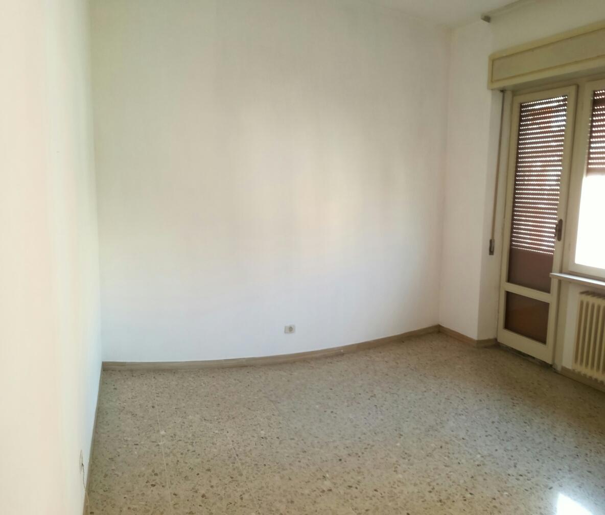 Appartamento in vendita a Macerata, 4 locali, zona Zona: Semicentrale, prezzo € 85.000 | Cambio Casa.it